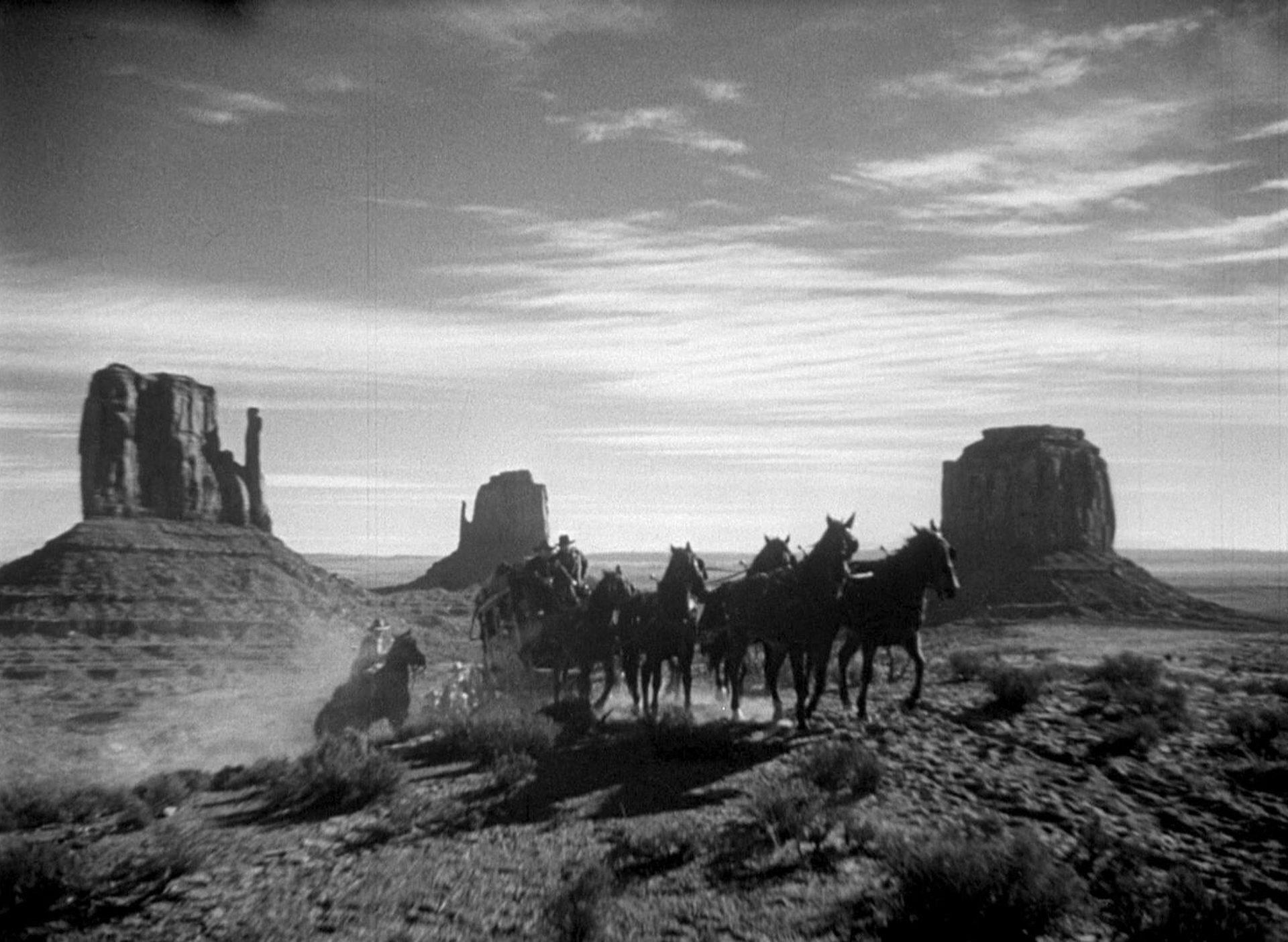 Eine Postkutsche vor dem Hintergrund des Monument Valley.