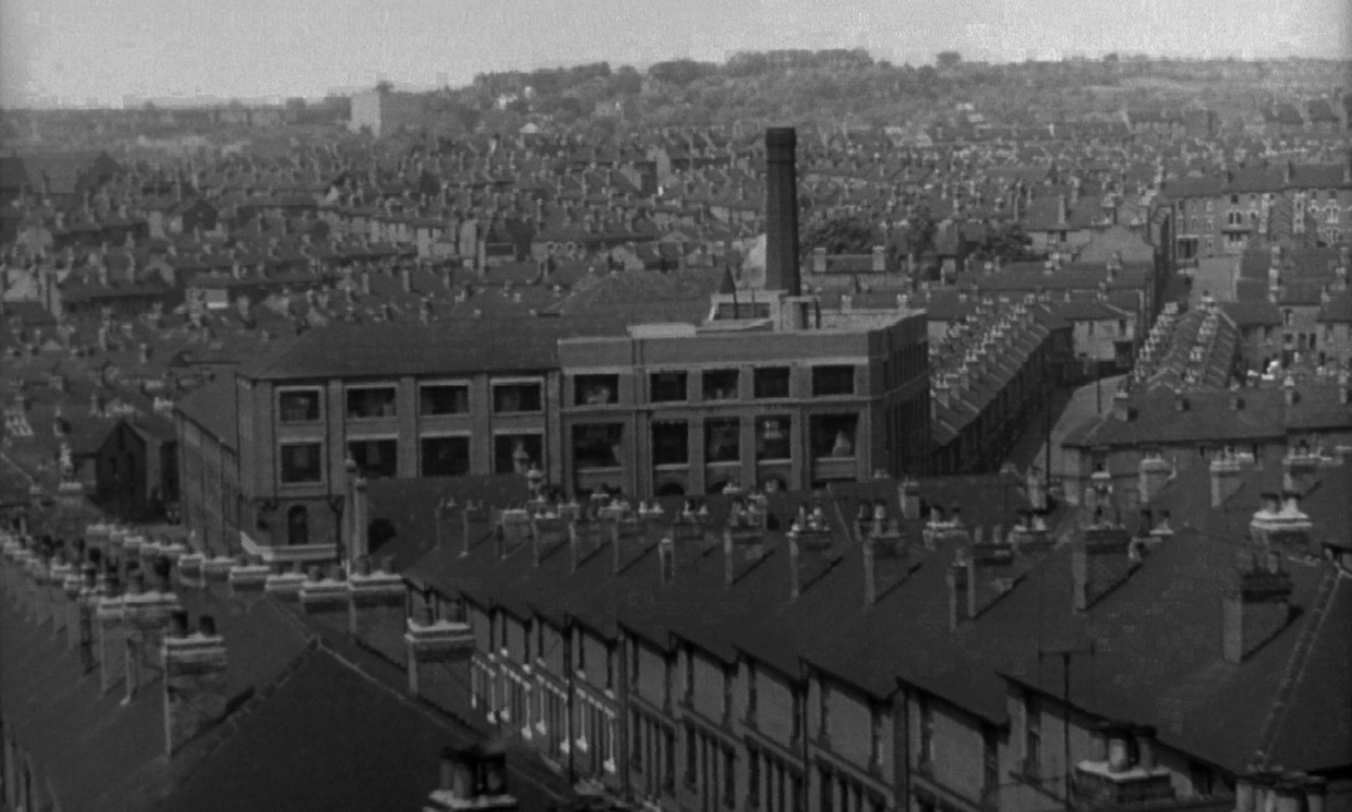 Blick auf die Reihenhäuser einer Industriestadt.