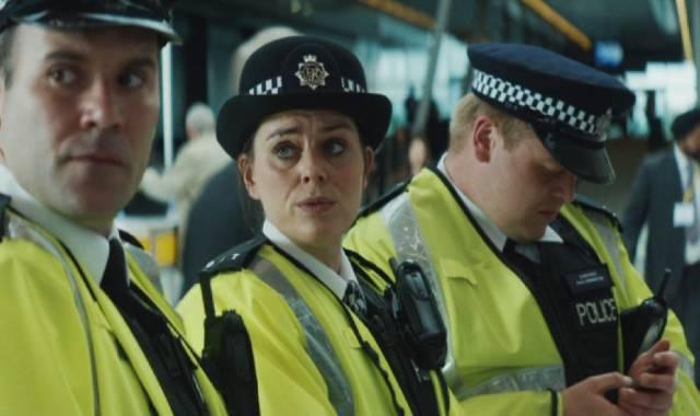 Cavan Clerkin, Jill Halfpenny und Owain Arthur als Polizisten von der Territorial Support Group