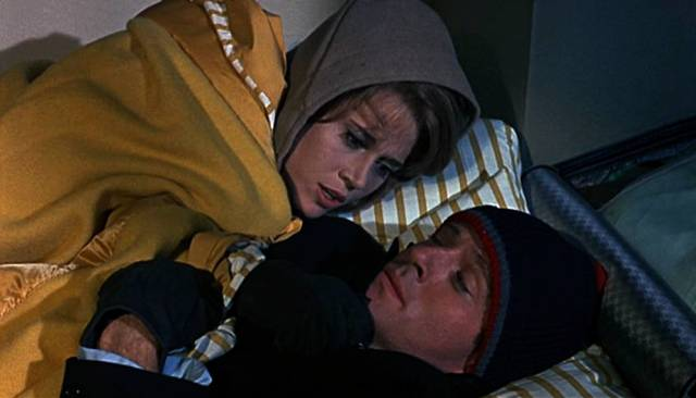 Jane Fonda und Robert Redford in WInterkleidung