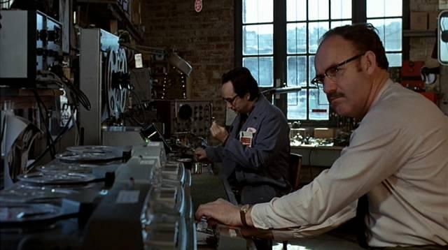 John Cazale und Gene Hackman als Abhörspezialisten bei der Arbeit in ihrer Werkstatt