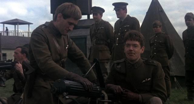 britische Piloten auf ihrem Stützpunkt, Copyright: MGM