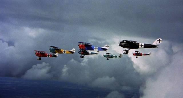 die kunterbunte Richthofen-Staffel im Formationsflug, Copyright: MGM