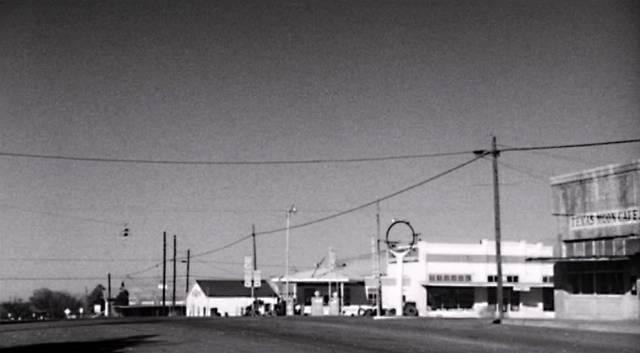 die Kreuzung der Kleinstadt Anarene, die in Wirklichkeit Archer City ist