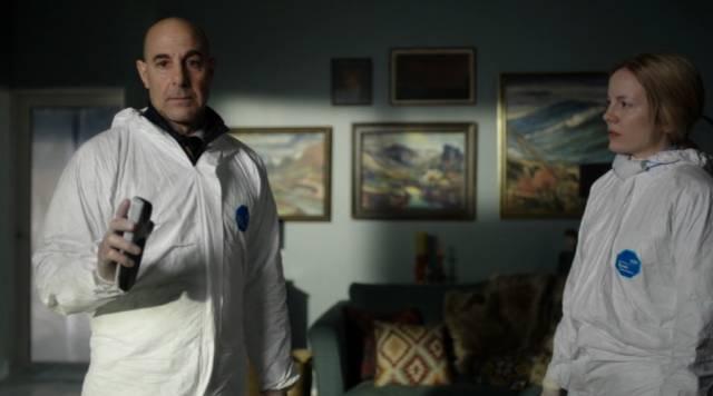 Stanley Tucci und Alexandra Moen als Forensiker am Tatort