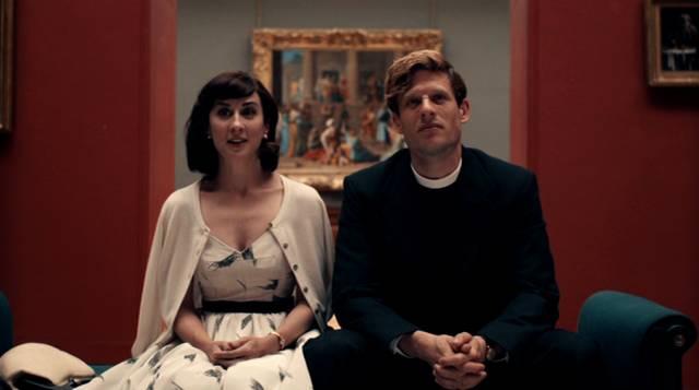 mit seiner Freundin Amanda sitzt Sideny im Museum auf einer Bank