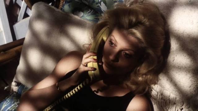 Catherine Deneuve als Prostituierte Nicole, Copyright: Paramount