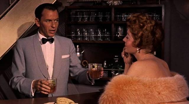Frank Sinatra und Rita Hayworth an der Hausbar