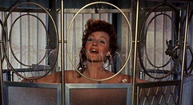 Rita Hayworth in der Dusche
