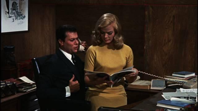 Tony Curtis am Schreibtisch als Boulevard-Journalist Bob Weston