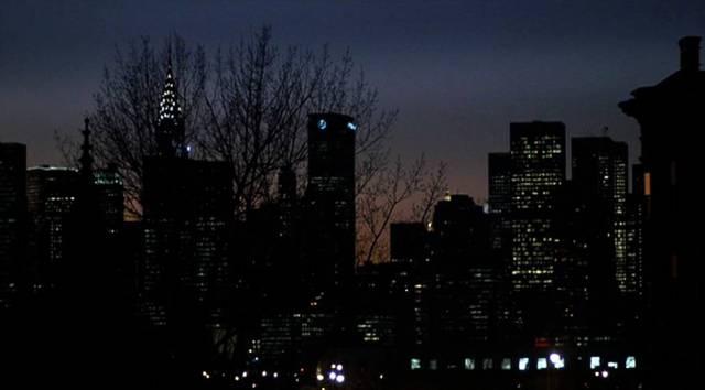 Nachtaufnahme der Skyline von New York