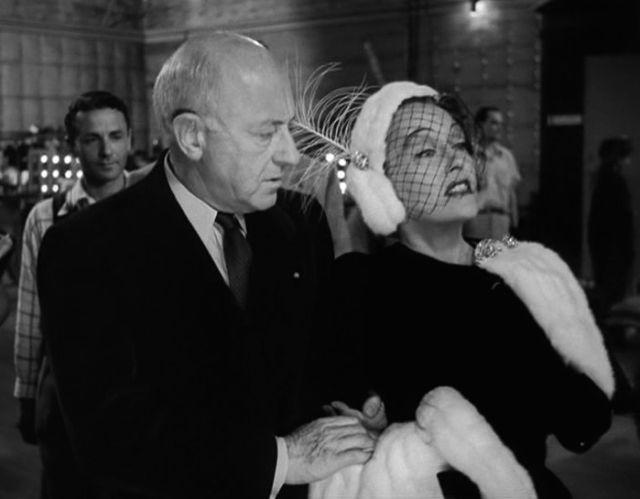 Regisseur Cecil B. DeMille bei seinem Gastauftritt in Billy Wilders Film, Copyright: Paramount