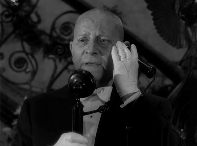 Erich v. Stroheim als loyaler Butler Max