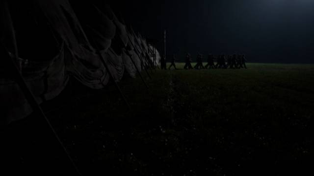 ein Trupp genesener Soldaten rückt aus
