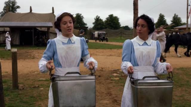 Alice St. Clair und Oona Chaplin spielen zwei der freiwilligen Krankenschwestern, Copyright: BBC