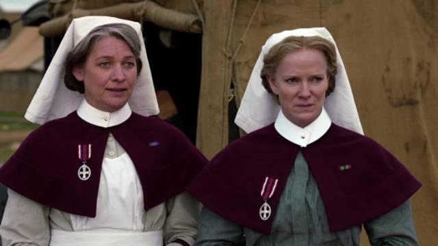 Kerry Fox und Hermione Norris spielen als die beiden Krankenschwestern Quayle und Carter, Copyright: BBC