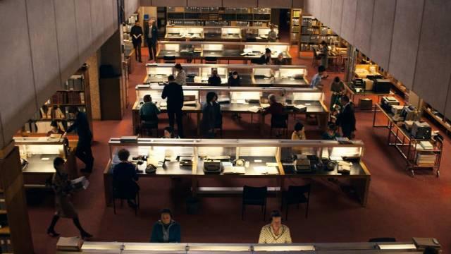 Blick auf die Schreibtische des MI-5-Personals