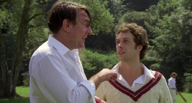 Robert Stephens als Chefarzt und Tim Curry als Autor Robert Graves