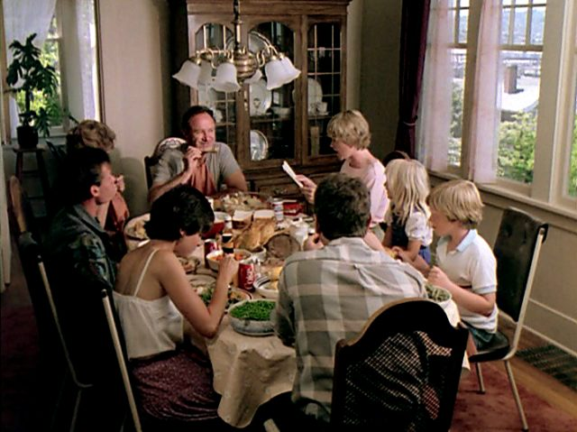 die MacKenzie-Familie beim gemeinsamen Mahl