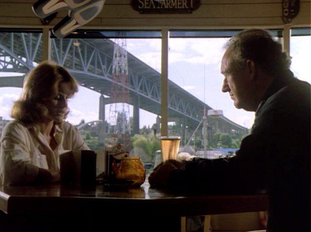 Audrey (Ann-Margret) und Harry (Gene Hackman) unterhalten sich in einem Restaurant, Copyright: The Yorkin Company