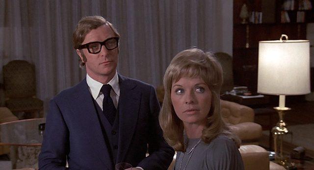 Robert (Michael Caine) und Stella (Susannah York) im Wohnzimmer, Copyright: Columbia Pictures