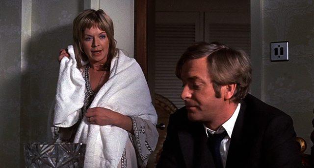 Stella (Susannah York) und Robert (Michael Caine) im Schlafzimmer, Copyright: Columbia Pictures