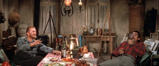 Vincen van Gogh (Kirk Douglas) und Paul Gauguin (Anthony Quinn) sitzen an einer mit Essen und Getränken bedeckten Tafel in einem spärlichen, mit Malerei-Equipment voll gestellten Zimmer, Copyright: Turner Entertainment