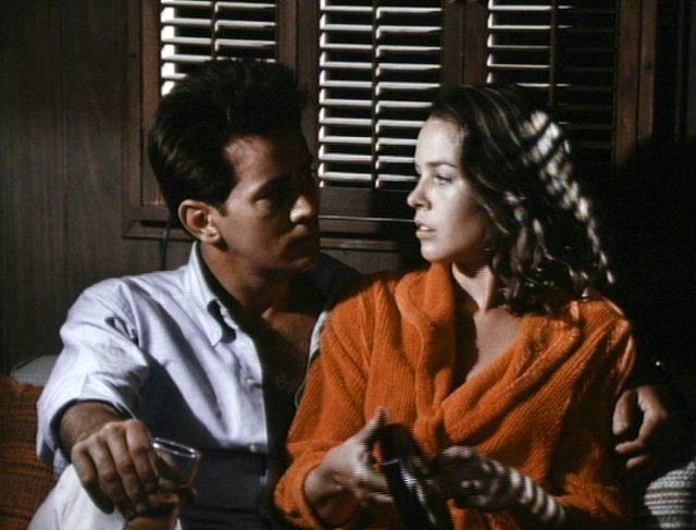 eine romantische Szene zwischen Michael McCord (Martin Sheen) und Maggie (Michelle Philipps)