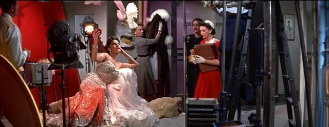 Judy Garland als fiktive Schauspielerin Esther Blogett inmitten des Studiobetriebs