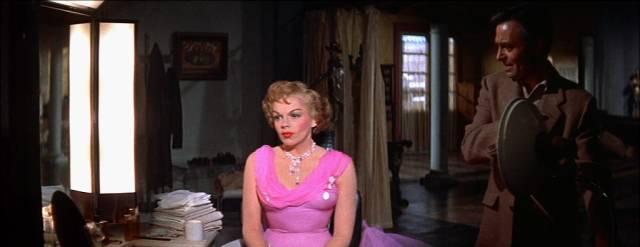 Judy Garland und James Mason in der Garderobe