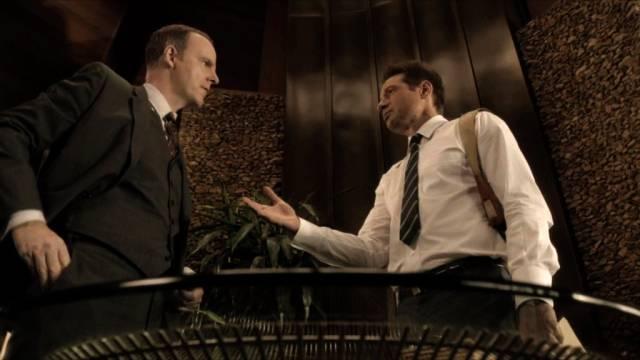 Brían F. O'Byrne und David Duchovny als Anwalt und Detective
