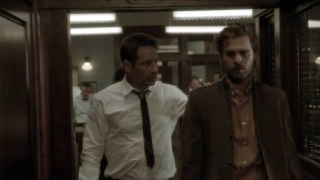 David Duchovny und Grey Damon als Kommissare im Polizeirevier