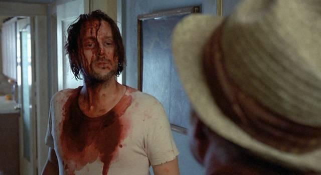Mickey Rourke als blutüberströmter Alkoholiker Henry, Copyright: MGM