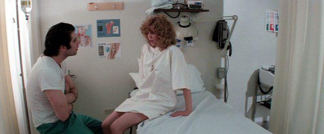 Jack Terry (John Travolta) und Sally (Nancy Allen) unterhalten sich im Krankenhaus, Copyright: Viscount Associates
