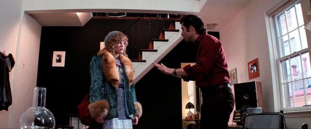 Sally (Nancy Allen) und Jack (John Travolta) im Gespräch in einem Haus, Copyright: Viscount Associates