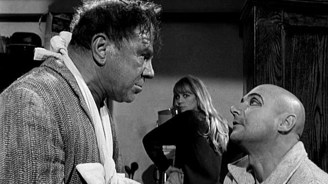 Dick (Lionel Stander), Teresa (Françoise Dorléac) und George (Donald Pleasence) in der Küche, Copyright: Compton-Tekli Film