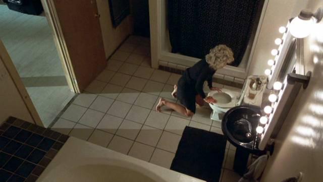 Jane Fonda als Alex Sternbergen auf der Toilette, Copyright: Warner Bros.