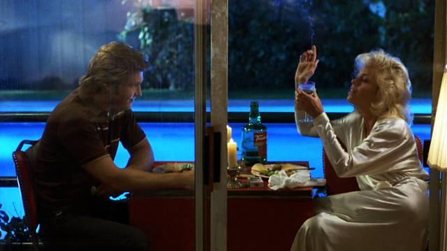 Jeff Bridges und Jane Fonda als Turner Kendall und Alex Sternbergen beim Candle-Light-Dinner am Pool, Copyright: Warner Bros.