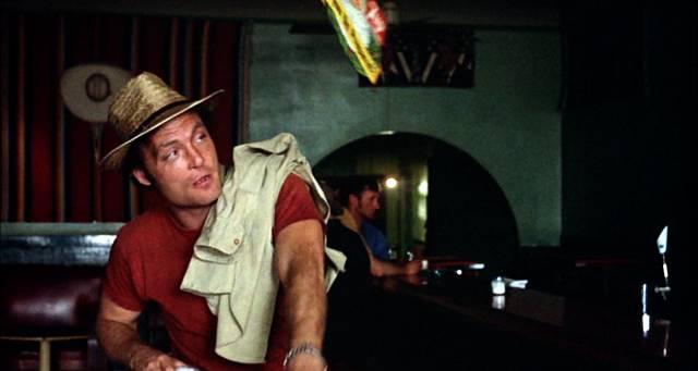 Stacy Keach als Boxer und Alkoholiker Tully in einer Bar