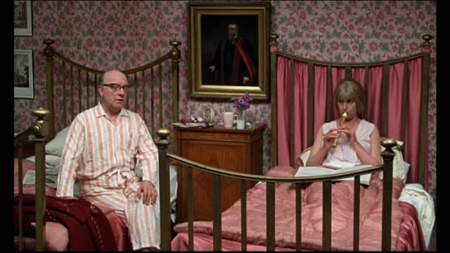 das Stabspersonal in Schlafkleidung, Copyright: Paramount