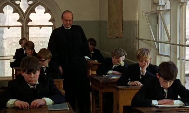 die jüngeren Schüler im Klassenraum, Copyright: Paramount