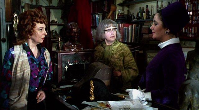 Leonora (Elizabeth Taylor) im Gespräch mit Cencis diebischen Tanten (Pamela Brown und Peggy Ashcroft)