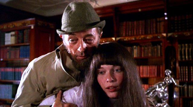 Albert (Robert Mitchum) missbraucht seine Stieftochter Cenci (Mia Farrow), Copyright: Universal