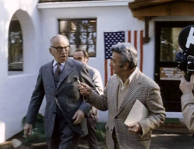 Melvyn Douglas als John J. McKay, Copyright: Warner Bros.