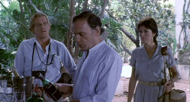 "Nick Nolte, Jean-Louis Trintignant und Joanna Cassidy in ""Under Fire"""