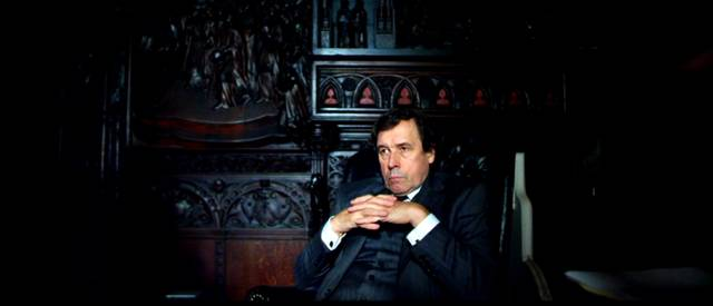 Stephen Rea als Letts