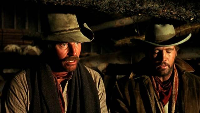 Charlton Heston und Lee Majors als Cowboys, Copyright: Paramount
