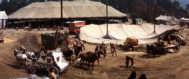 Aufbau des Zirkuszelts