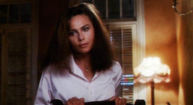 Lena Olin als Roberta Duran in einem Zimmer, Copyright: Mirage Enterprises, Universal