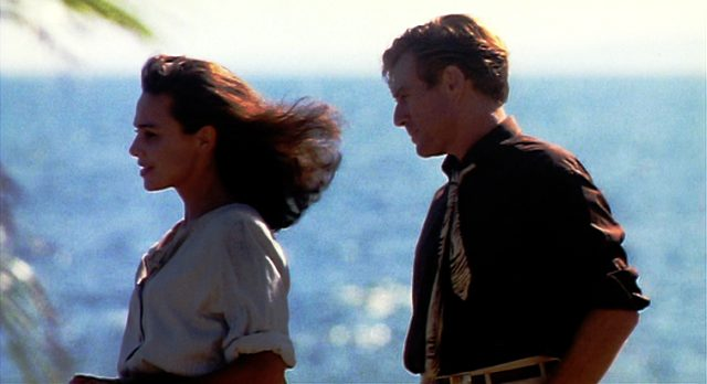 Roberta (Lena Olin) und Jack (Robert Redford) vor idyllischer Meereskulisse